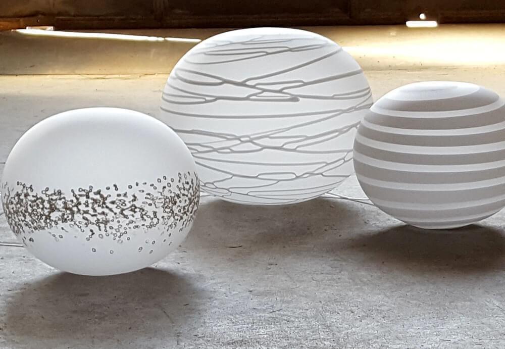 """Lampade da Tavolo I """"Globi"""": tradizione e gusto moderno si incontrano"""